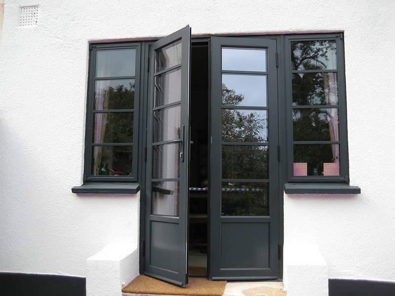 Входные металлопластиковые двери, нюансы применения в частном доме