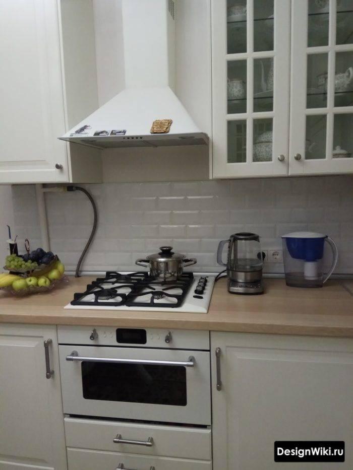 Обзор кухонь с черной столешницей