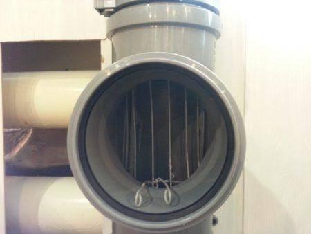 Заглушка на канализационную трубу должникам - как её устанавливают, как убрать самостоятельно