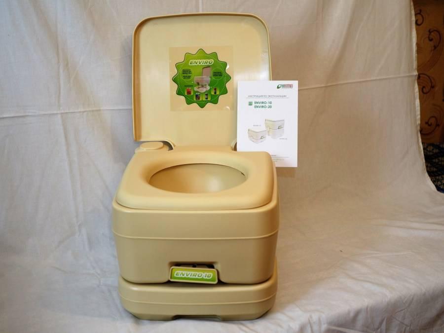 Идеи внешней и внутренней отделки различных типов дачных туалетов
