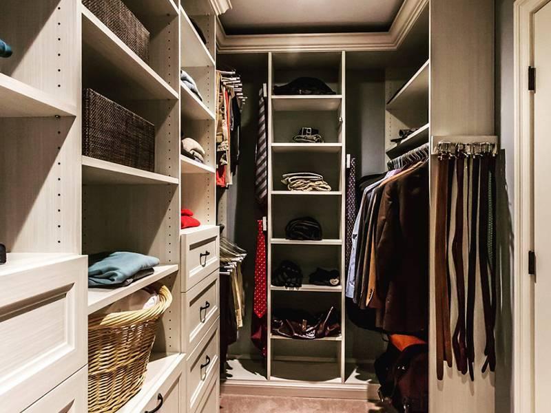 Гардеробные шкафы (98 фото): встраиваемые купе и металлические для одежды в прихожую и детские, расположение полок