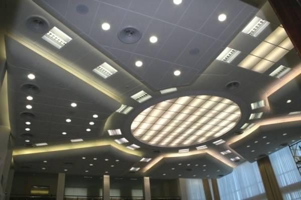 Технические характеристики натяжных потолков, свойства и возможные дефекты, монтаж конструкций своими руками: фото и видео