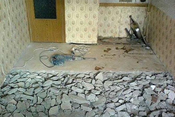 Демонтаж стяжки: снятие старой бетонной или цементной стяжки пола, как правильно снять с большой площади неровные места