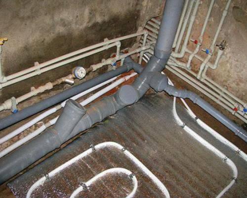 Правильная разводка канализации в частном доме: особенности обустройства | септик клён официальный сайт производителя!