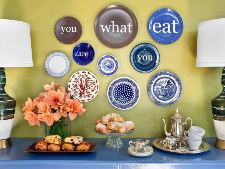 Декоративные тарелки на стену: оригинальный декор в интерьере (+70 фото)