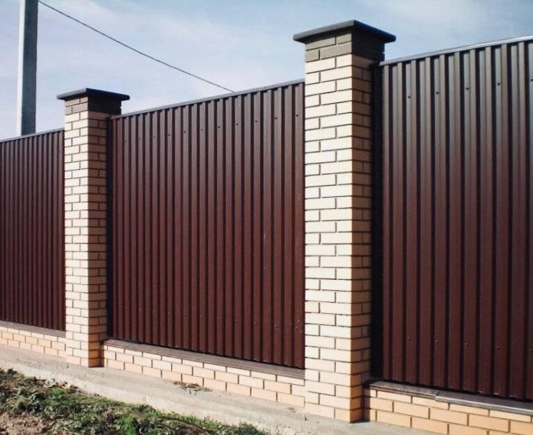 Забор из профнастила: 95 фото дешевых и качественных проектов