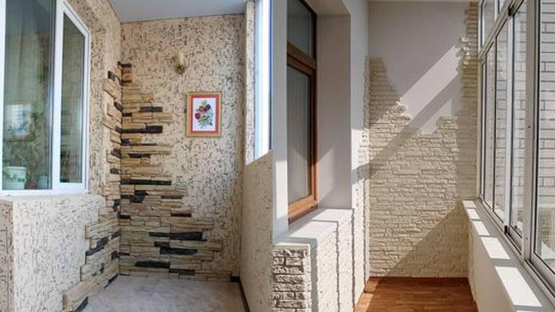 Отделка балкона декоративным камнем (20 фото): интерьерных решений