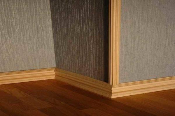 Уголки для стен для защиты: какие разновидности бывают, как не только защитить углы, но и красиво задекорировать пространство алюминиевыми, деревянными или силиконовыми накладками