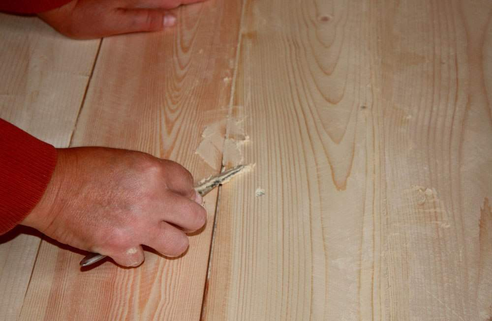 Шпаклевка по дереву: акриловая шпатлевка для деревянного пола, изготовление смеси для заделки глубоких дефектов своими руками