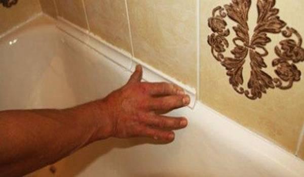 Чем заделать стык между ванной и плиткой — излагаем подробно