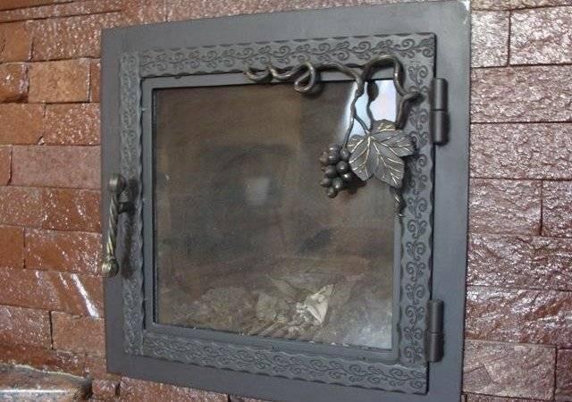 Дверца для камина со стеклом и без, чугунный и металлический варианты