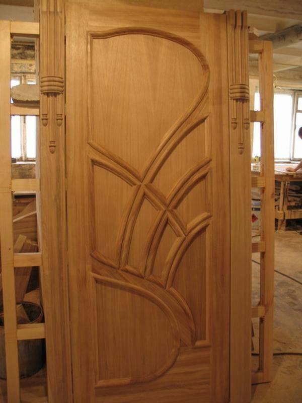 Преимущества неокрашенного полотна, нюансы моделей дверей, особенности ухода за массивом сосны