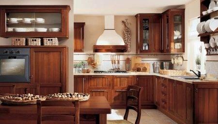 Кухня под старину: белый дизайн в комнате из массива дерева, выбор мебели и гарнитура