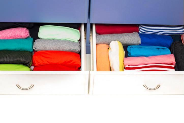 Как навести порядок в детском шкафу: 4 принципа хранение детской одежды