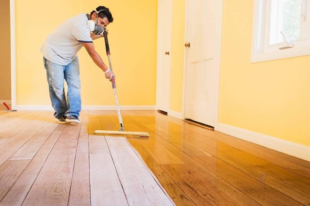 Чем покрыть деревянный пол своими руками - выбор состава и его нанесение!
