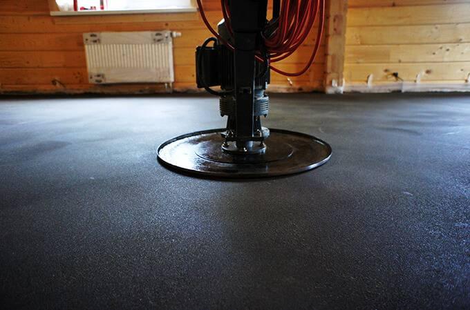 Механизированная стяжка пола: использование строительных машин при стяжке