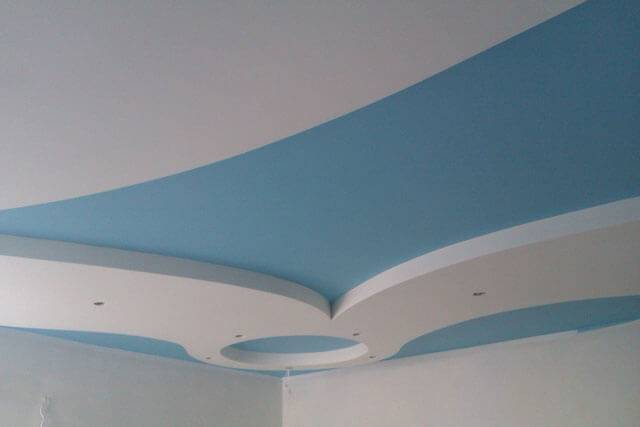 Как правильно покрасить потолок своими руками