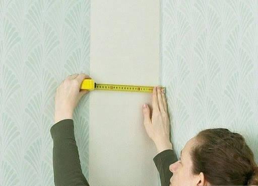 Как клеить обои: на стену, в углах,виниловые, флизелиновые, бумажные