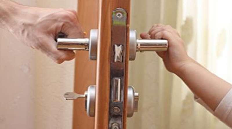 Выбираем и устанавливаем врезные замки для межкомнатных дверей