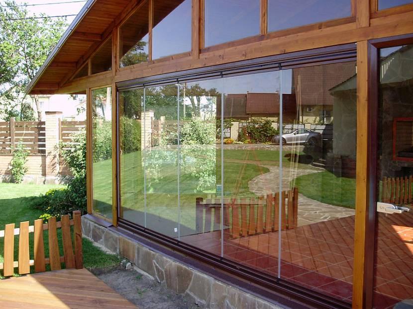 Остекление веранды и террасы: безрамное, к дому с пластиковыми окнами, алюминиевый профиль