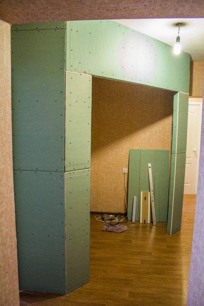 Шкаф-купе из гипсокартона (29 фото): как сделать встроенный шкаф под потолок в прихожую