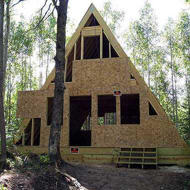 Дом 4 на 6: дачная постройка из каркаса, бюджетный вариант проекта с мансардой, маленькое одноэтажное либо двухэтажное жилье в стиле шале, чертеж своими руками, пошаговая инструкция