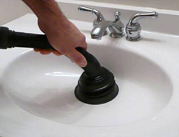 Как почистить засорившуюся раковину в домашних условиях: необходимые средства