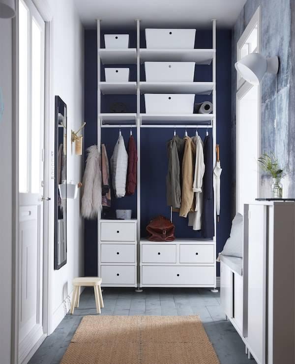Мебель в длинный узкий коридор: шкафы-купе с большим зеркалом для прихожих