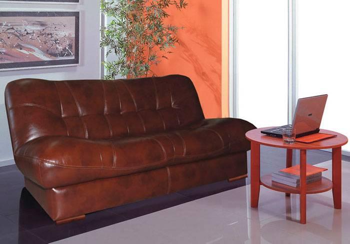 Белый кожаный диван в интерьере: с чем его можно сочетать, как обыграть в гостиной