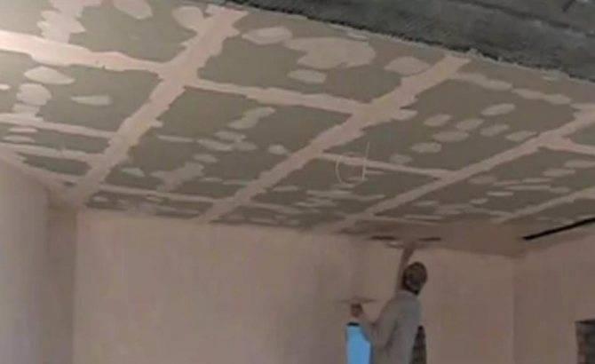 Как шпаклевать потолок под покраску: основы мастерства