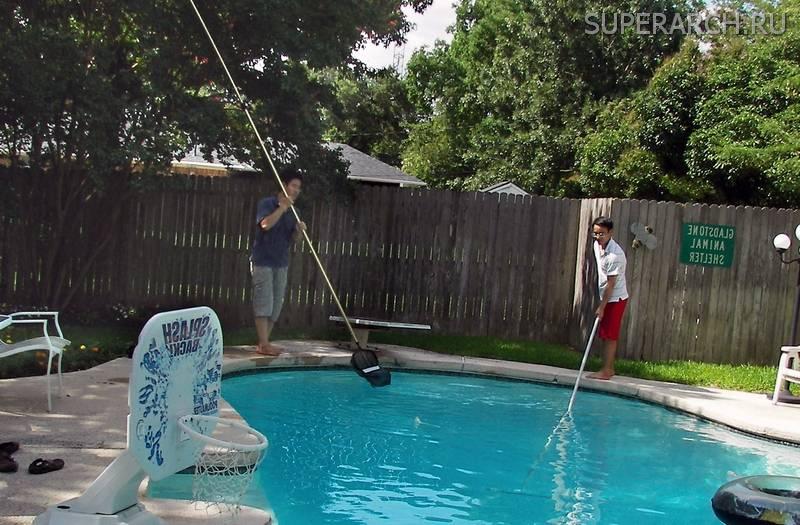 Как почистить бассейн, не сливая воду, в домашних условиях