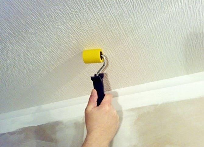 Отклеиваются обои: почему от стены или на потолке отошли виниловые, флизелиновые или бумажные покрытия, что делать, как исправить швы стыков и углы, которые отстали?