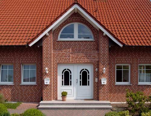 Комбинированные фасады загородных домов на 33+ фото облицовки экстерьера