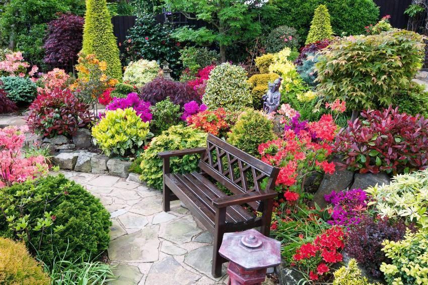 Палисадник возле дома: планировка, дизайн, выбор растений и интересные идеи, фото – сад и огород своими руками