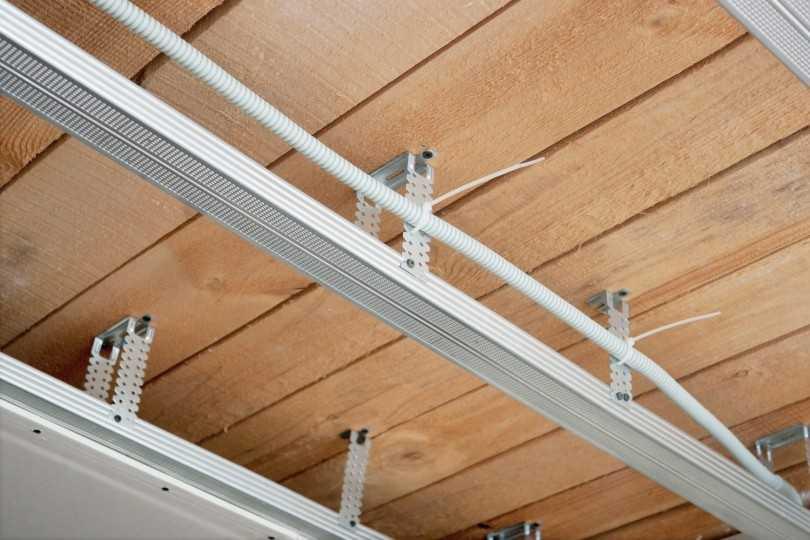 Монтаж потолков своими руками - 105 фото вариантов установки потолков и потолочных конструкций