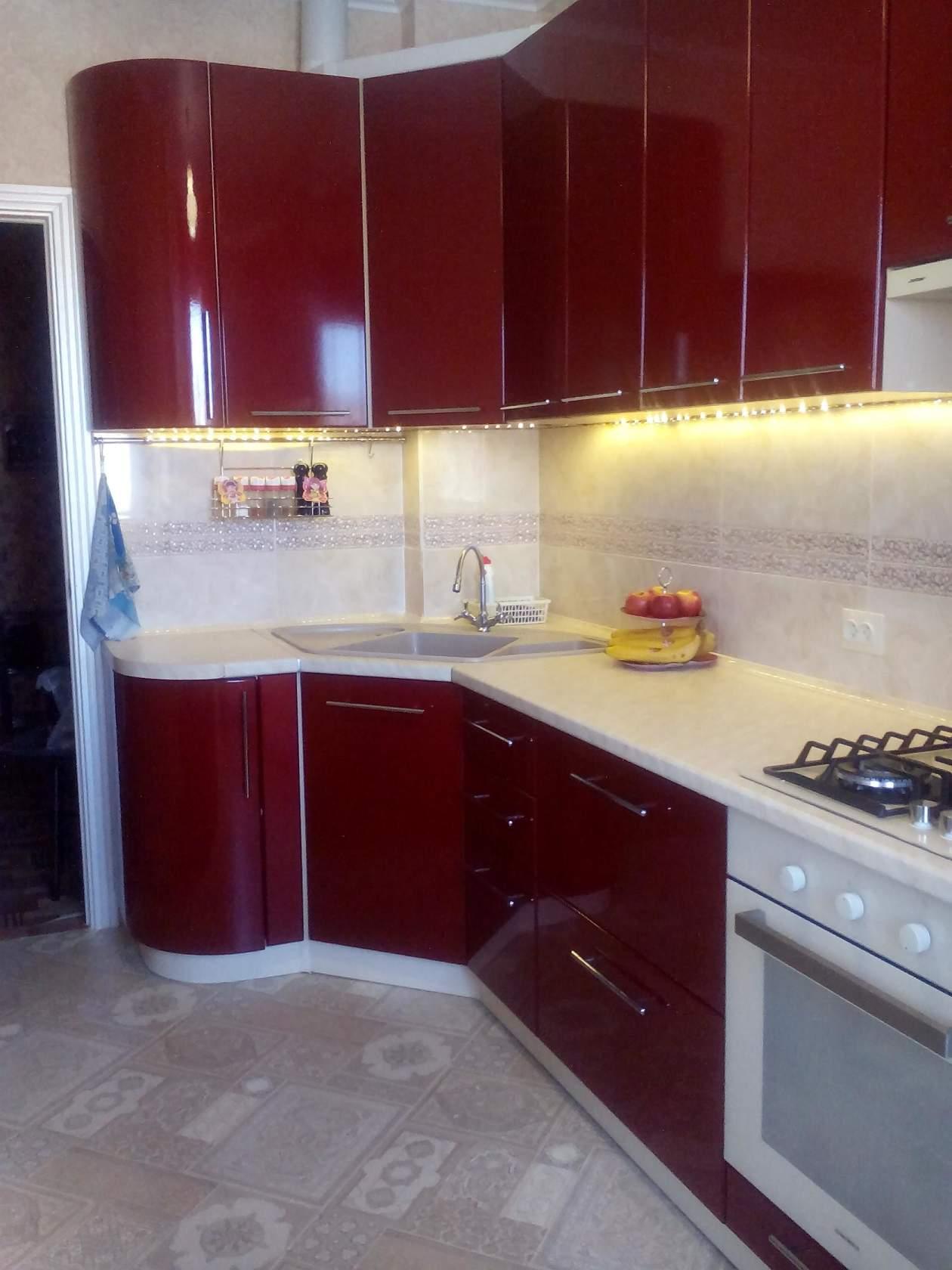 Бордовая кухня: фото интерьеров кухни в бордовом цвете