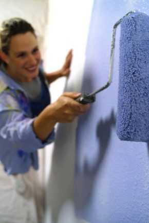 Преимущества акриловой краски по металлу