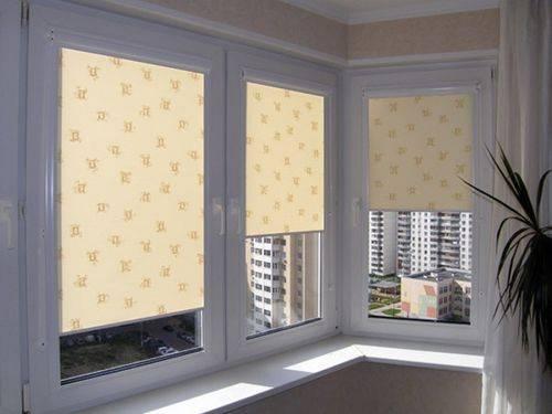 Жалюзи на балкон с раздвижными окнами: фото примеры дизайна