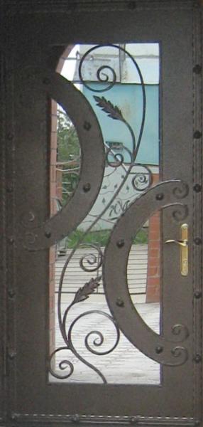 Секреты популярности входных дверей с ковкой