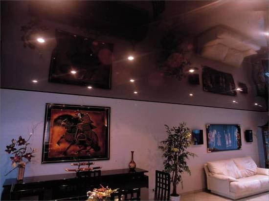 Натяжной потолок в коридоре: особенности и применение
