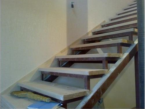 Ковролин на лестницу: как обшить своими руками