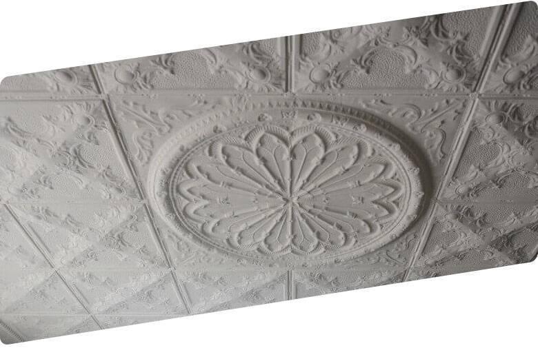 Потолок из пенопласта (43 фото): бесшовные пенопластовые панели, дизайн плит, декоративные квадраты и уголки для плиток