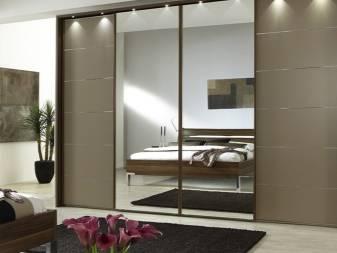 Шкафы (71 фото): дизайн мебели для одежды в комнату и виды моделей с рольставнями, установка под лестницей в частном доме, подбираем размер