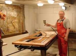 Реставрация входных дверей: как обновить металлические железные и деревянные конструкции в квартире своими руками