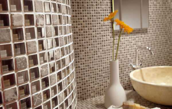 Стеклянная мозаика в интерьере: 19 фото