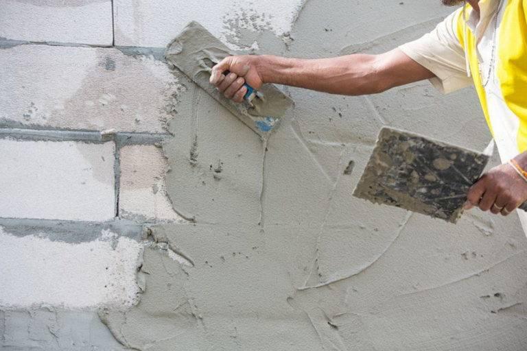 Гипсовая смесь: штукатурные и цементно-гибсовые изделия, вариант смеси «ротбанд», сухая штукатурка для выравнивания стен, как приготовить раствор своими руками
