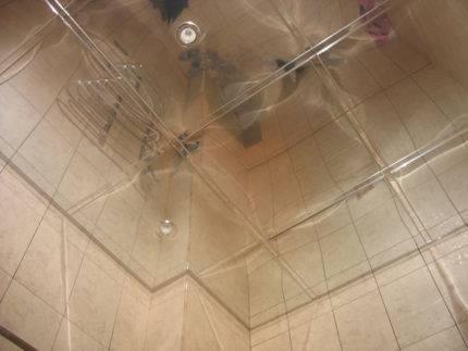 Зеркальный потолок в ванной (30 фото): цены и монтаж своими руками