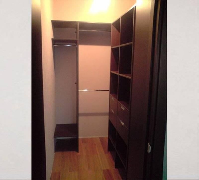 Как делается гардеробная из кладовки: 3 функциональных варианта