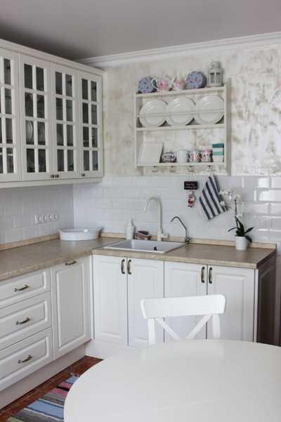 Обои под штукатурку: 55+ фото в интерьере кухни, коридора, гостиной и спальни