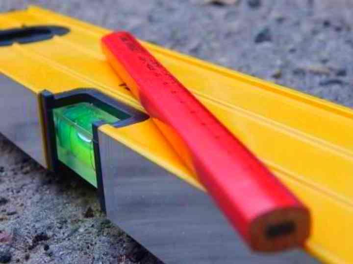 Чем отличается строительный ✏ карандаш от обычного: преимущества и советы по заточке